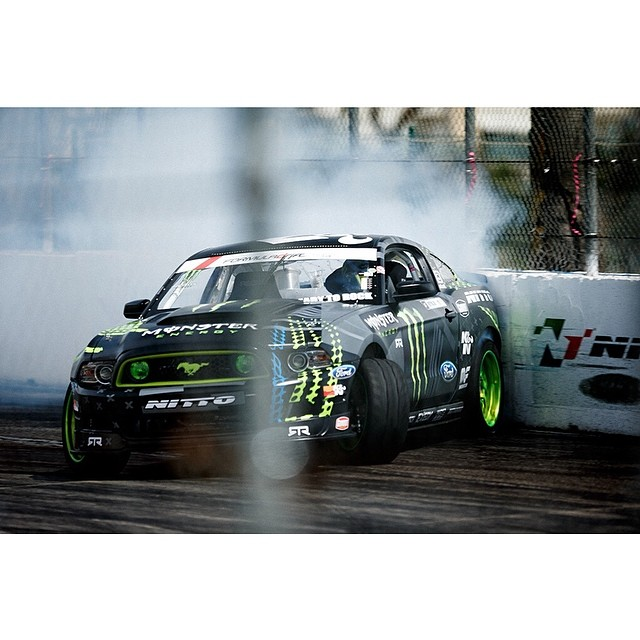 Run the wall @vaughngittinjr @nittotire #formulad #formuladrift Photo by: @larry_chen_foto
