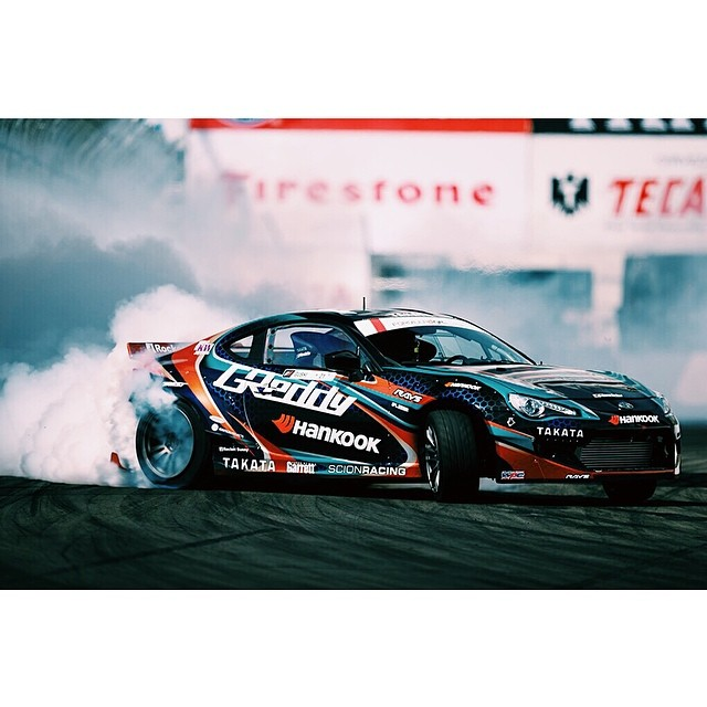 Smoke machine @kengushi @greddyracing @scionracing @hankookusaracing #formulad #formuladrift Photo by: @larry_chen_foto