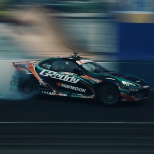 Charging for it @kengushi @hankookusaracing @scionracing @greddyracing | Photo by @linhbergh |