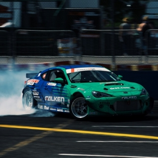 Sliding @daiyoshihara @falkentire | Photo by @linhbergh |