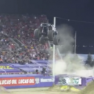 @metalmulisha kick'n ass at the @monsterjamlive WORLD FINALS @toddleduc what an entrance!!!