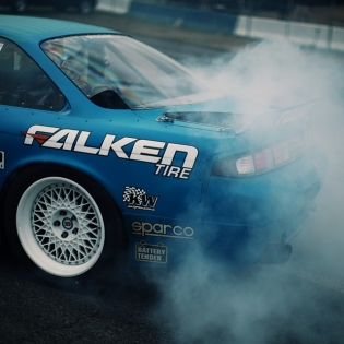 Light these up @dmac86official @falkentire | Photo by @linhbergh |