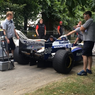 Damon Hill was also at @fosgoodwood racing up the hill in his 1996 World Championship winning F1 Williams Renault. These 90's F1 cars sound so savage!