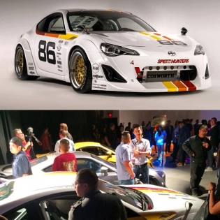 The Speedhunters '86' FR-S being shown for the first time, along with the other builds! Looks so cool - I'm digging the throwback theme! Great job, @speedhunterskeith & Co, and thanks to everyone that came out to yesterday's @scion SEMA Preview!