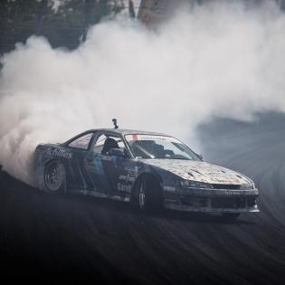 Make it smoke @davebriggs24 @achillestire | Photo by @larry_chen_foto |