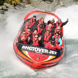 hook up queenstown Settle in for the evening at a cosy wine bar or a friendly pub, or gear up and go  bar-hopping in central queenstown, discovering the best and busiest clubs on  the.
