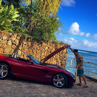 Flip flops & Viper. Is this the quarterback look? cruising Hawaiian island Oahu with @yaer_productions.