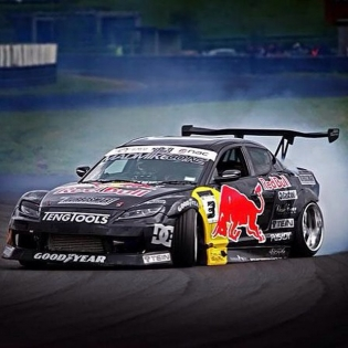 Dragging skirts to the win of the 2009 NZDrift Championship in the debut season for our pic props : LAC
