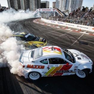 Love this shot of @ryantuerck and I battling it out in the Streets of Long Beach! This course is like a pinball game - you're bouncing off the walls as you're trying to make it to the end alive. : @larry_chen_foto