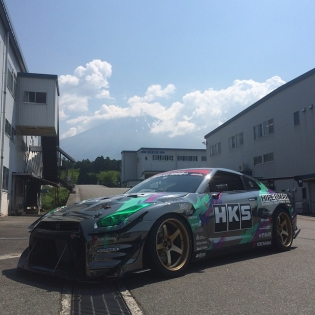 HKS Time attack R35 and Group A R32 are on their way to the famous Gunsai Circuit.