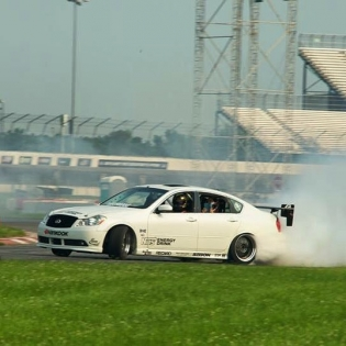 Tire slaying at @streetdriventour in my Infiniti M56! This car is so much fun to drive!
