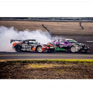 Together we burn @achilles_radial @achillestire cant wait for btw congrats to my bro @deankarnage for getting podium at the hope to b back here again soon 一緒にアキレスタイヤモクモクです、早く富士とシアトルで走りたいです、ちなみに一緒に写ってるディーンはIDCで表彰台3位! おめでとうー