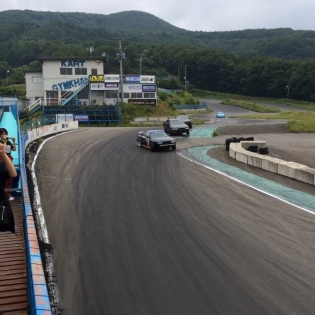 Wohooo!!! Got my first couple laps on the infamous Minami jump course today! I have miles to go before I'm at Andy and Shinji's level but it was so rad to try out the ultimate JDM drift initation today!!! Thanks to @powervehicles for an amazing experience up here in the mountains. Hasta la vista!!