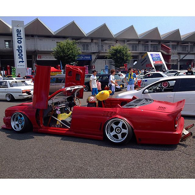 Check out this piece of work from the Offset Kings car show at Fuji Speedway. #confusing #fdjp #offsetkingsjapan #lambodoors #killitwithfire