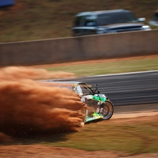 Drift drop @davebriggs24 | Photo by @larry_chen_foto
