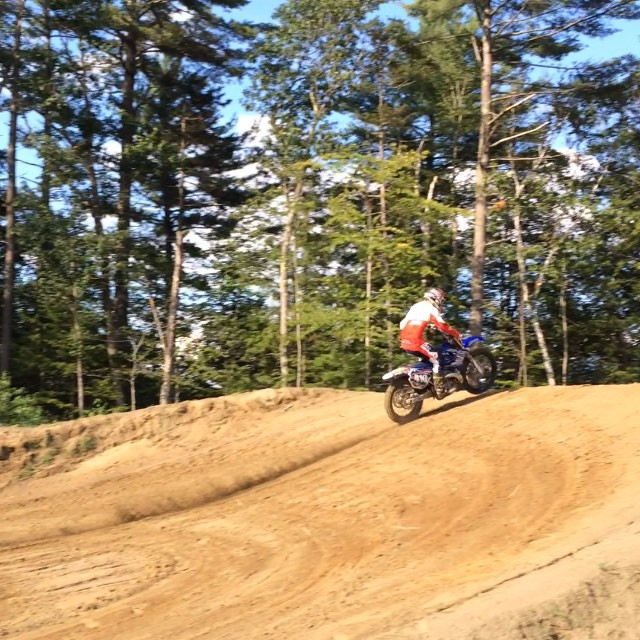 #JustinTuerck roasting the 100foot step down out here in #NH on his YZ 250 #getnit #roastin