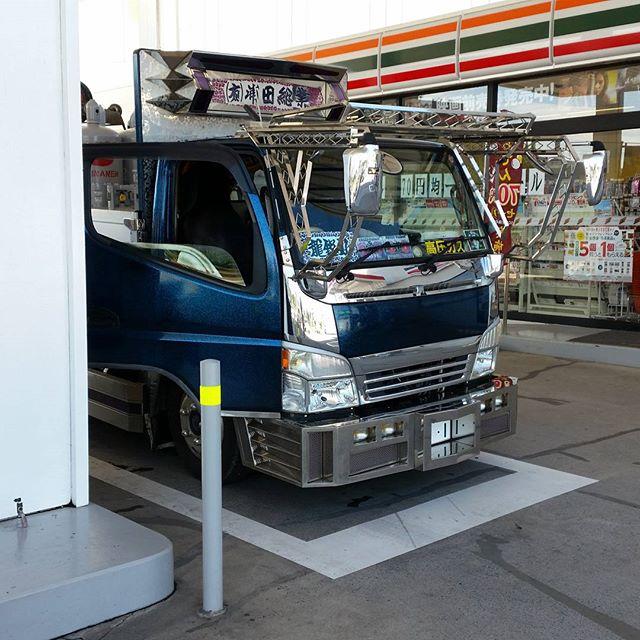Cant spot too many true #jdm #minitruck #dekotora these days 最近あまり見かけない #デコトラ