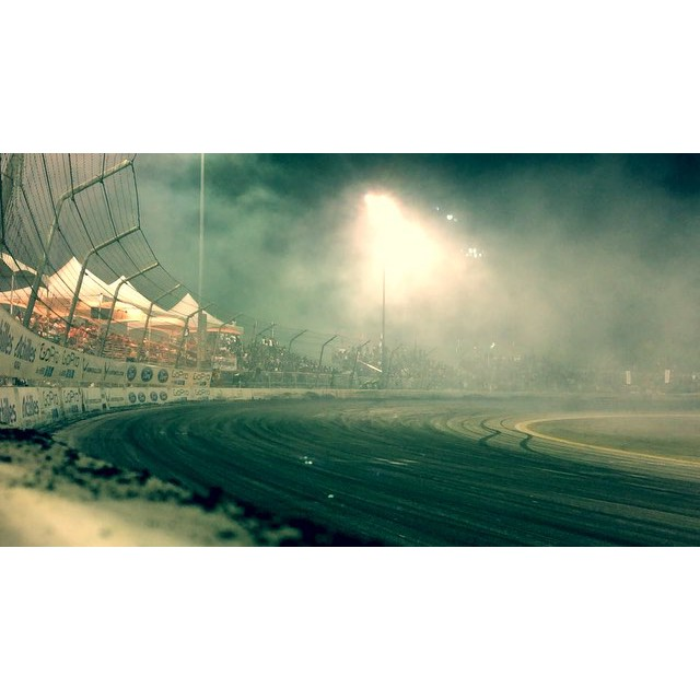 I love rubbing the bumper on the lower bank of Irwindale and throwing up a wall of smoke as high as the stands! : @keleendreams