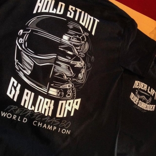 "Another shot of our #NeverSurrender tee that went on sale for Black Friday today - buy it now on the link in my profile! This is a @jimmyup designed championship T-shirt. ""Gi aldri opp"" is Norwegian for ""never surrender"" - which goes inline with our #holdstumt slogan. I love this design!"