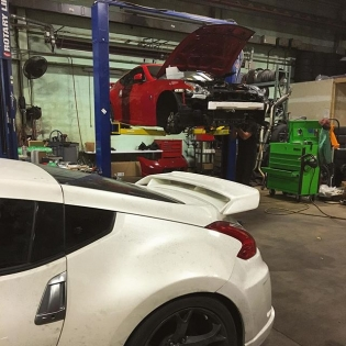Despite what you think, these two @nismo 370Z's were not in #HooniganBlackFriday. However, they are both getting fresh engines and @fastintentions twin turbo kits installed here at @mamotorsports. The owner of the white Z is shooting for 1000hp!