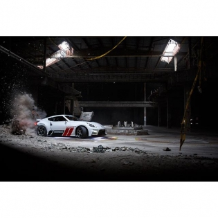 Dirt drops indoors? Why not! #HooniganBlackFriday link can be found in my profile! @thehoonigans @nissan @nismo : @lusciousy