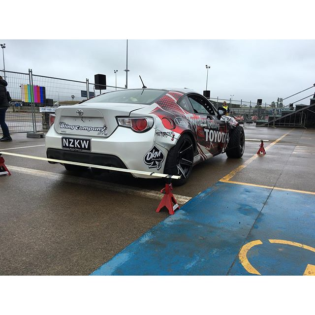 @missile__mike improvising to get a decent alignment setup on the GT86 before practice at #BayPark. Sometimes you just need to work harder. Alignment was spot on