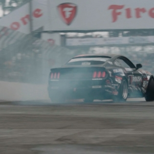 @justinpawlak13 Attacks FD Long Beach @roushperformance @falkentire | #formuladrift #formulad