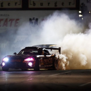 Laying down the smoke clouds @deankarnage @achillestire | Photo by @larry_chen_foto | #formulad #formuladrift