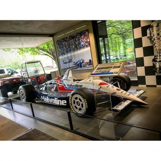 Out here at the @valvoline headquarters and they have Al Unser Jr's 1992 Indy 500 winning car in the lobby. This car had the closest finish in Indy 500 history with second place 0.043 seconds behind!