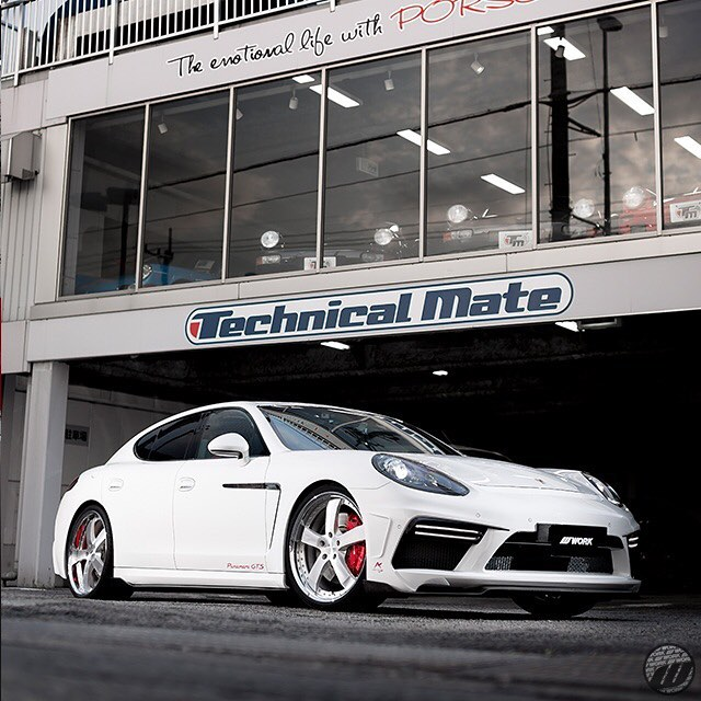 Technical Mate Porsche Panamera GTS on WORK Equip E05 F:22x9.5J +58mm /R:22x10.5J +58mm