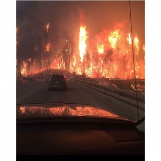 The images coming out of Fort McMurray are incredible, I hope everyone makes it out safely! @driftfarm_matt and @tokyocollins, I'm thinking of you guys! 📸: @radiojoelle
