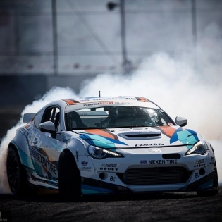 While @kengushi's @nexentireusa @toyotaracing #86 is getting upgrades for the 2017 #FormulaDrift season, here is a great @larry_chen_foto to enjoy. #GReddyRacing @BOOST_BRIGADE