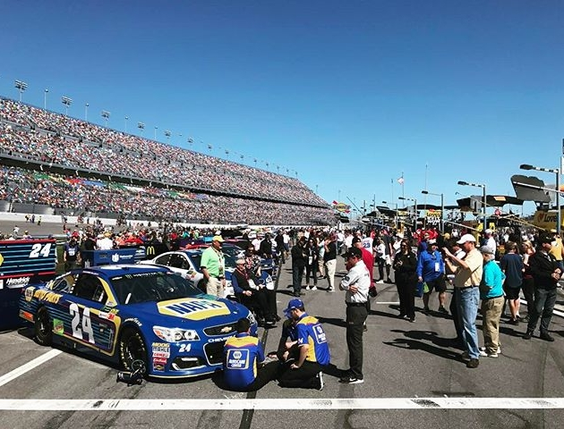 All the cars are lined up and ready for the race to begin. Chase Elliott sitting in first after qualifying. @nascar #Daytona500