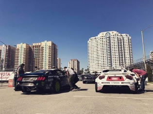@vaughngittinjr and @ryantuerck getting ready to shred downtown Long Beach! : @chrisforsberg64