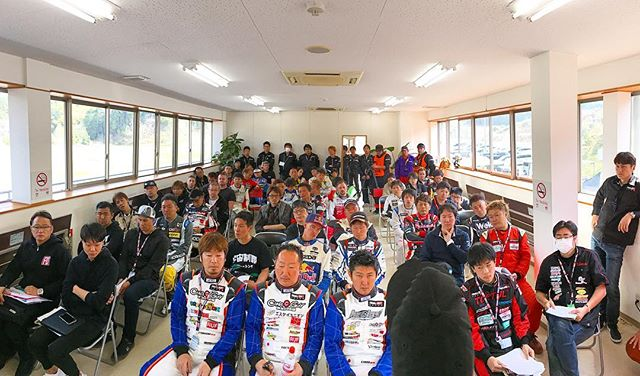 @robbienishida translating the driver's meeting to a packed house at @formuladjapan Round 1.