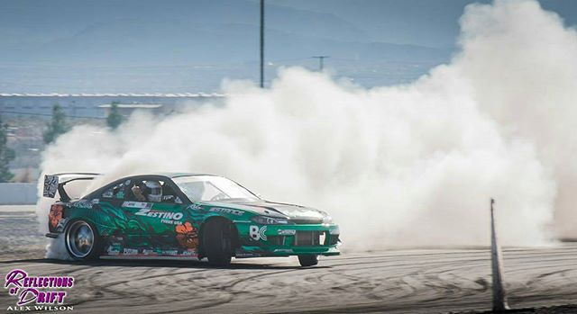 The @zestinotyreusa s15 throwing some @wisefab angles out at the last @vegasdrift event. Always good to get on the outside roadcourse at lvms Photo @reflectionsofdrift