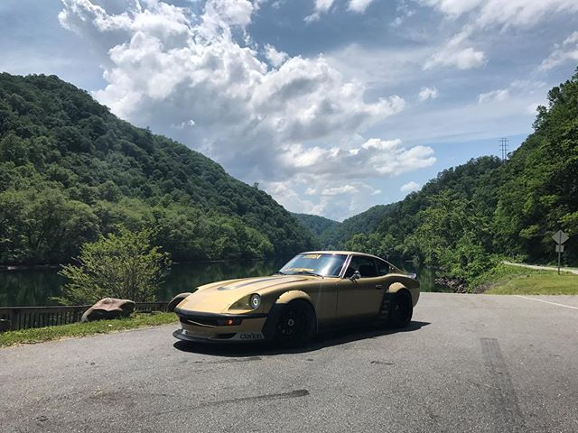 Cruising on the Tail of the Dragon with Gold Leader! This car is planted to the ground and feels incredible stable through all 318 turns thanks to its @technotoytuning suspension and @wilwooddiscbrakes! It is very fun to have a spirited drive through the woods but always remember to stay in your lane, do not drive beyond your ability, and do not push other drivers.