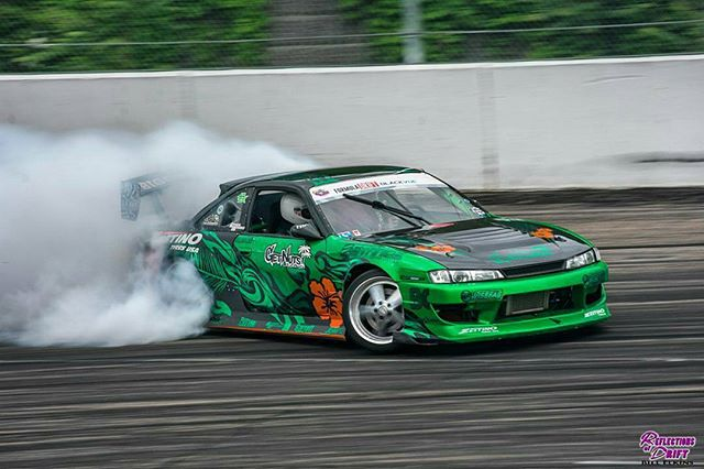 The s14 putting in work @lowstyleheroes over the weekend. The new @universal_machine 3.4l @runbc stroker engine ran great through the event on a @kyletunedit map.  Photo @reflectionsofdrift