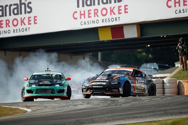 Trying to put all the power to the ground against our buddy @odidrift who is one of the fastest drivers in @formulad! It is not too often that the short wheelbase cars rip 3 wheels!