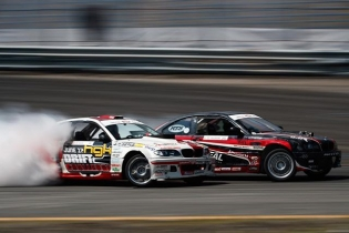 Battle it out! @hgkracingteam @alexheilbrunn #formuladrift #formulad