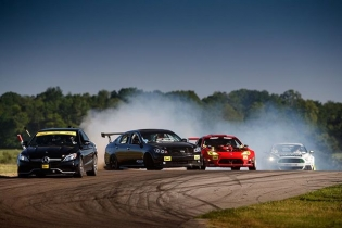 Coming up over the crest with @donutmedia in the lead and @ryantuerck and @vaughngittinjr in tow at @gridlifeofficial! #gridlife 📸: @larry_chen_foto