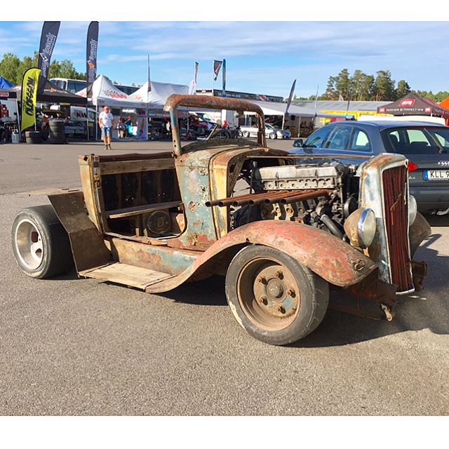 Gnarly looking rusty rat rod at @gatebil_official. I wonder if it will pass tech to go on track? 🤔