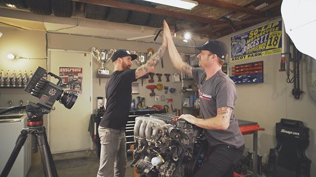 Mondayyyzzzzz uuuhghhh Just need some high-fives to get me through the day. Also, If you haven't seen the latest episode of hit the link in my profile. And check out @chrisforsberg64 and I's high five action. @valvoline @networka