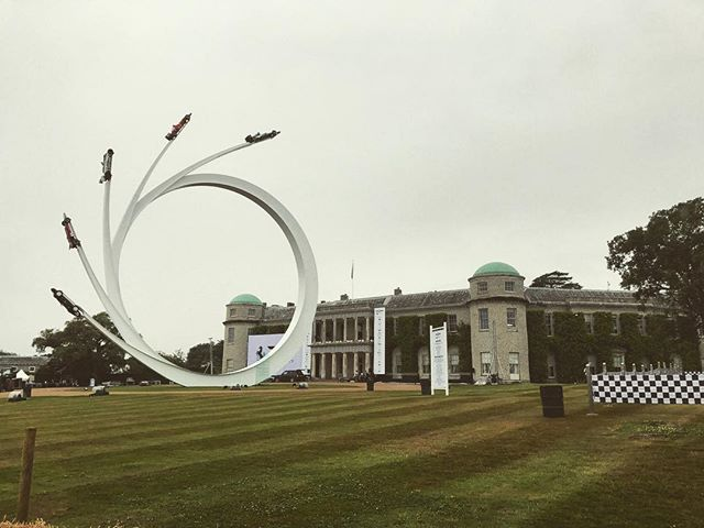 The Goodwood house was amazing enough to stare at by itself... it looks even better with this years F1 inspired centerpiece. @fosgoodwood