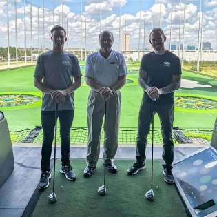 Out here in Houston for @gumout @blackmagicshine days with @chrisforsberg64 and the legendary #LarryMcReynolds sucking at a golf swing 😎🏼 #sticktomydayjob #gumoutdays #ITWdays
