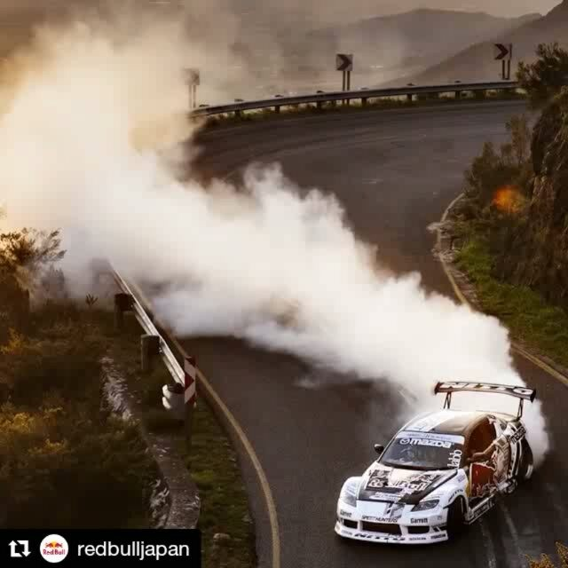 Repost @redbulljapan ・・・ 峠道でSMOKE ON   @madmike.123