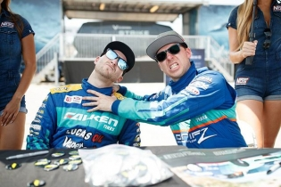 Best friends forever #frenemies #formulad @larry_chen_foto