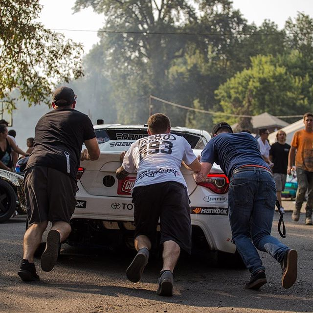 Just getting a little help from my friends as our starter died just before getting strapped in for a ride along at @parcdrift. Already can't wait for this event next year 🤘🏼🏼😎 📸