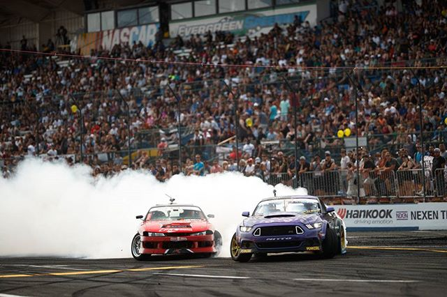 Nissan 240sx versus Ford Mustang  @larry_chen_foto