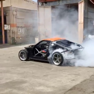 Driving my 370Z with no panels is way too much fun! This is behind the scenes of the opening shot for #ProximityByNOS with @nosenergydrink! : @dylanhughes129